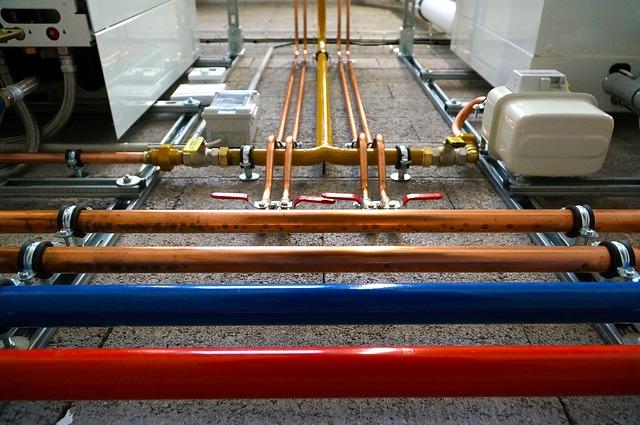 en erhvervsinstallation kræver kyndig faglighed for korrekt installation af varmvandsrør