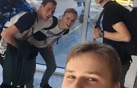de 4 lærlinge i lufthavnen i Danmark before takeoff