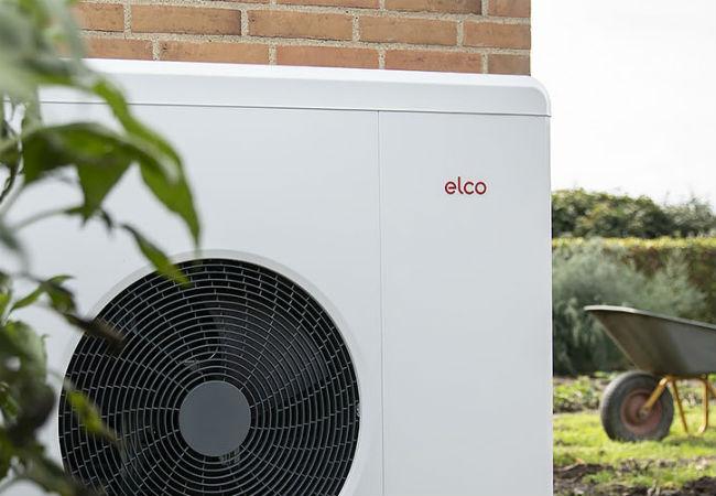 varmepumpe for hybrid løsning anbragt ved hushjørne