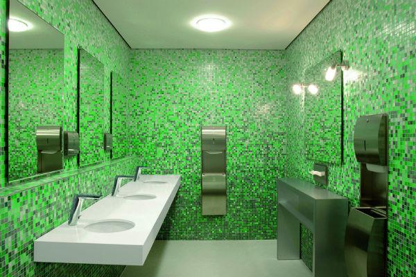 berøringsfri løsninger på toiletterne nedsætter vandforbruget og smittespredning