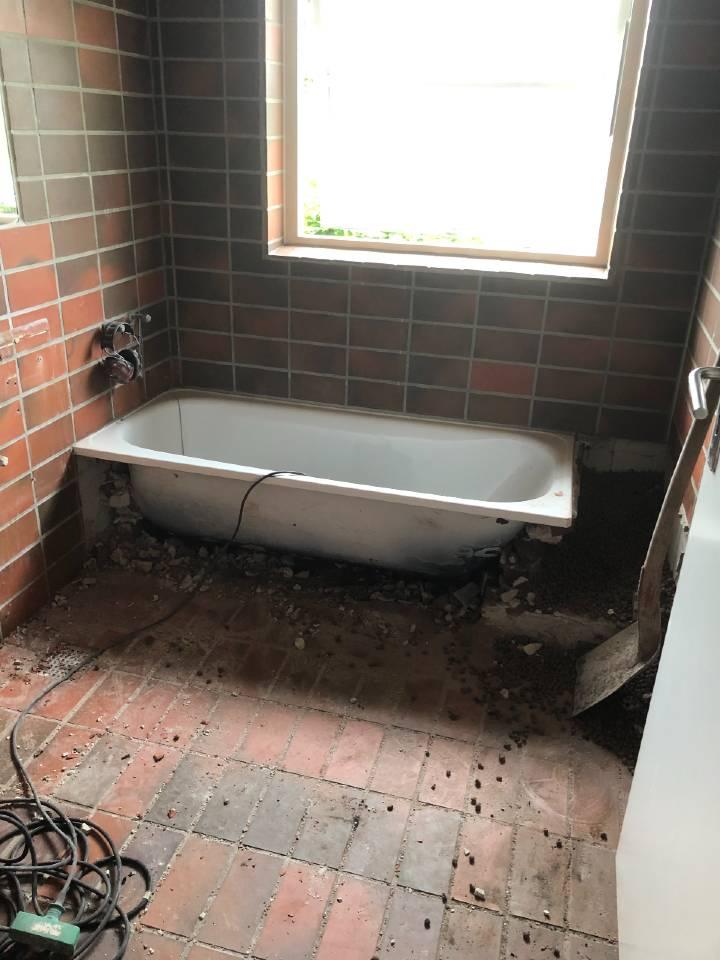 fjernelse af indbygget badekar i forbindelse med makeover